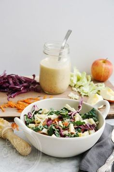 A simple and delicious winter salad: Kaleslaw! (vegan) Perfect for lunches!