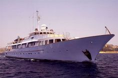 TSDY Classic Displacement Yacht 1968 -- #yacht #yachts #boat #boats #motoryacht #motoryachts #powerboat #powerboats #madeinitaly #sail #luxury www.tommyholiday.it