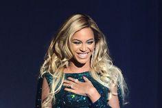 Fãs de Beyoncé processam a cantora por se ferirem em show, diz site >> http://glo.bo/1dRBxac