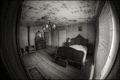 Bedtime Nightmares, Martyn Smith, 2013  De Fish-eye lens zorgt voor een interessante sfeerwerking in de slaapkamer.. Abandoned Houses, Bedtime, Oversized Mirror, College, Homes, Furniture, Google Search, Home Decor, Houses