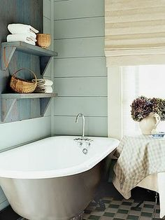 I think I would sit in this tub all day but love the shelves.