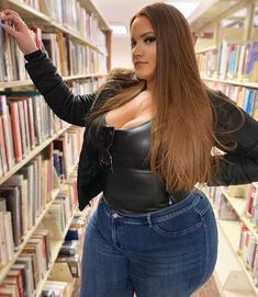 There was a time when retailers rarely stocked decent garments for the curvy ladies who had to make do with the unflattering and baggy plus size clothes they could get their hands on. Ssbbw, Plus Size Girls, Plus Size Beauty, Fashion Advice, Plus Size Fashion, Curvy Fashion, Girl Fashion, Beauty Women, Plus Size Outfits