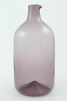 Sarpaneva, Timo - i-linja: lintupullo = 2500 Glass Vessel, Glass Art, Glass Design, Design Art, Finland, Nostalgia, Table Decorations, Tableware, Red