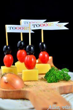 Schwarz-rot-goldene Käsespieße