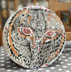 Using wax resist around the eyes. Paint Your Own Pottery, Cake Plates, Big Cats, Wax, Eyes, Artist, Painting, Artists, Paintings