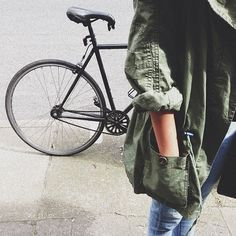 Really want an olive green jacket! just plain with drawstrings at the waist www.pn warm winter, we need warm coat ,so mordern down coat, my best loved moncler. Fall Outfits, Summer Outfits, Casual Outfits, Khaki Jacket, Green Jacket, Rocker Style, Her Style, Autumn Winter Fashion, Dress To Impress