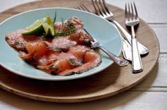 Gravlax de salmão com torradas | Panelinha - Receitas que funcionam