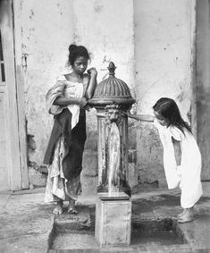 Filipino children at Paco& City hydrant, Manila, Philippines, early 1900 - Philippines Culture, Manila Philippines, Canvas Art Projects, Diy Canvas Art, Filipino Culture, Chinese Culture, Philippine Holidays, Art Drawings Beautiful, Art Deco Home