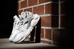 "Nike WMNS Air Huarache Run ""Light Bone"" | HYPEBEAST - Tags: sneakers, low-tops, off-white, gray"