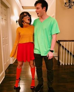 couples who've pretty much nailed this whole halloween thing 5 Attending Halloween celebrations with your other half? You're in the right place! Here are our favorite couples Halloween costumes for you and your partner. Cute Couples Costumes, Cute Couple Halloween Costumes, Halloween Tags, Creative Halloween Costumes, Halloween Couples, Modern Halloween, Disney Couple Costumes, Couple Costume Ideas, Costumes For 3 People