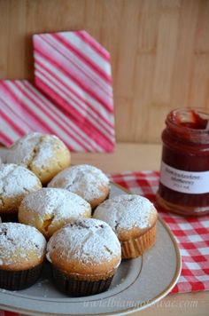 Muffinki nadziane dżemem Polish Recipes, Polish Food, Food And Drink, Meals, Cupcake, Breakfast, Cook, Kuchen, Morning Coffee