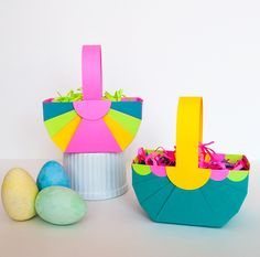 How to fold paper Easter baskets (plus free printable template) These cute DIY Easter baskets are easy and quick to make. Perfect for holding Easter Bunny treats, decorating your Easter dinner table, or serving as Easter dinner place cards #easter #colorize