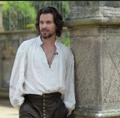 nonchalant Aramis. credit tp loveel-who (@Loveel_who)