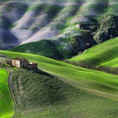 The old farmhouse by Edmondo Senatore ( Tuscany )