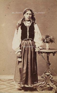 Catalogo immagini archivio fotografico Fratelli Alinari - ALINARI Romania, Victorian, Popular, Dresses, Fashion, Vestidos, Moda, Fashion Styles, Popular Pins