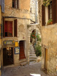 medievallove:    Tourettes-sur-Loup medieval town, Alpes Maritimes, France.  byRandaxheon Flickr.