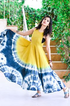 Shibori dress with cool colours Simple Kurti Designs, Kurta Designs Women, Blouse Designs, Tie Dye Dress, Diy Dress, Indian Designer Outfits, Designer Dresses, Tye Dye, Stylish Dresses
