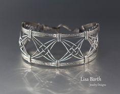 Criss Cross Woven Bracelet Tutorial by LisaBarthJewelry on Etsy https://www.etsy.com/listing/264482870/criss-cross-woven-bracelet-tutorial