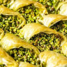 Gaziantep aşkına �� Gece gece biraz kalpleri zorlayalım mı? Hiç yapmadığım birşey ama di mi �� . . Bu haftaiçi 2 günlüğüne İzmir'e gidiyorum. Neden mi? @movenpickizmir 'de bulunan Margaux Restaurant'ta 10-25 Mart arası Gaziantep mutfağı menüsü var, tadım yapacağım, sizlere Gaziantep mutfağını paylaşacağım. �� . Bugün başlayan ve 25 Mart'ta bitecek olan konsepti gündüzleri açık büfe şeklinde, akşam ise alacarte şeklinde servis alabiliyorsunuz. . . Gaziantep'ten İzmir'e bu organizasyon için…