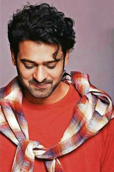 Prabhas' look from Saaho is here! - Prabhas' new look for Saaho is out and it's nothing like his Baahubali avatar Prabhas Actor, Best Actor, Prabhas Pics, Hd Photos, Travis Fimmel, Darling Movie, Prabhas And Anushka, Super Movie, Cute Boy Photo