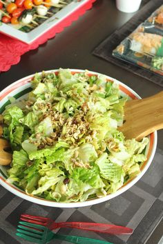 Easy potluck recipe idea: Crunchy romaine and ramen noodle salad with Asian vinaigrette dressing | Get the recipe: http://thebestthingieverateandthensome.wordpress.com/2013/12/20/creative-christmas-recipe-ideas-for-your-next-holiday-potluck/