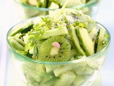 Fruchtiger Gurken-Avocado-Salat - smarter - Zeit: 25 Min. | eatsmarter.de