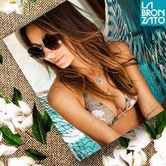 A blogger @carolrache escolheu a estampa #Mag da @lennyniemeyer para curtir a praia! Linda demais, nao?! #magnólias #colecaonova #verão2015  #temqueter #nostemosparavoce #vemchegandooverao #aquieveraooanotodo  #labronzato #modapraia #multimarcas #feminino #masculino #infantil #biquini #maiô #sunga #beachwear ⛵️ #ferias #fimdesemana #praia #piscina #clube #araguaia #summertime #goiania #goias #brasil ➡️ follow: @labronzato @lennyniemeyer