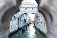 Couple Photography in Venice by Fiorello Photography. Travel Photographer, Couple Photography, Big Ben, Venice, Europe, Italy, Memories, Vacation, Places
