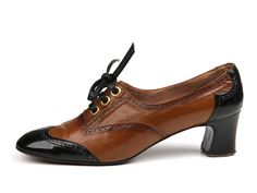 Shoe-Icons / 1960s Shoes / Two tone brown and black laced shoes by Socialites of Spain.