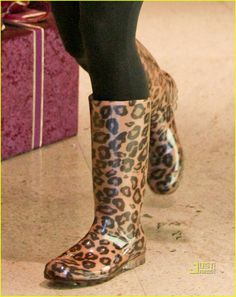 Leopard rain boots, can you say cutee? Cute Shoes, Me Too Shoes, Rain Boots, Shoe Boots, Animal Print Fashion, Animal Prints, Cheetah Print, Leopard Prints, Crazy Shoes