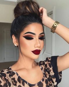 In this article, we have collected 70 of the most gorgeous makeup looks, each of which is very dramatic. You can learn to imitate them for a long time! Read on, hope you can get the most inspiration! 70 Most Gorgeous Makeup Looks To Get You Inspired Fall Makeup Looks, Glam Makeup Look, Glamour Makeup, Dark Makeup, Pretty Makeup, Makeup Looks With Red Lips, Winter Makeup, Fall Eyeshadow Looks, Perfect Makeup