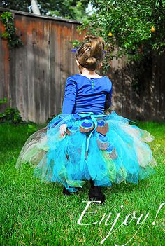 Yes, I will make clothes for all my friend's children, and yes, Liz's baby girl will have a peacock costume for halloween.  LOVE LOVE love huge tutus!