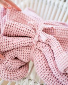 Give yourself a nice soft touch of linen each time after you have your bath or shower. These towels are not only soft, but they're also highly moisture absorbent. They're super practical and suitable for the most sensitive skin. #waffletowel #bathtowel #linentowel #pinkbathtowel #folding #sets #farmhouse