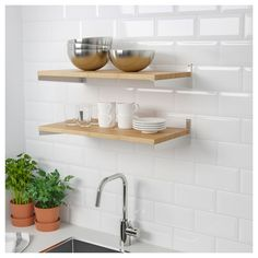 KUNGSFORS Shelf IKEA Saves space on the countertop. You can choose to mount it directly to the wall or with the help of KUNGSFORS suspension rail. Kitchen Buffet, Kitchen Worktop, Kitchen Shelves, Kitchen Countertops, Kitchen Storage, Mint Kitchen, Wall Organization, Wall Storage, Bamboo Shelf