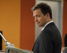Picture: Michael Weatherly in 'NCIS.' Pic is in a photo gallery for Michael Weatherly featuring 49 pictures. Serie Ncis, Ncis Tv Series, Michael Weatherly, Detective, Anthony Dinozzo, Leroy Jethro Gibbs, Ncis New, Great Tv Shows, Two Faces