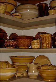 of Yellow Ware, Sponge Ware and Rockingham glaze pieces.Collection of Yellow Ware, Sponge Ware and Rockingham glaze pieces. Vintage Bowls, Vintage Dishes, Vintage Kitchen, Vintage Baking, Antique Stoneware, Antique Pottery, Antique Toys, Primitive Kitchen, Primitive Decor