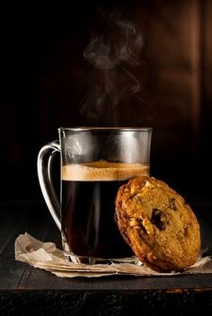 Beer and bisccuits... or coffee and cookies?