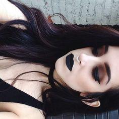 Dark brown and red eyeshadow, I'll need to try this