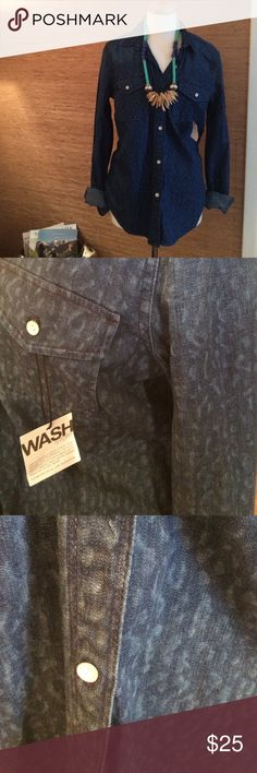 GAP 1969 RN54023 Animal Print Denim Shirt GAP 1969 RN54023 Animal Print Denim Shirt in dark rinse denim, soft wash, light animal print, button front & sleeves which can be worn buttoned or rolled up. GAP Tops Button Down Shirts
