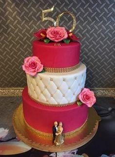 Zur goldenen Hochzeit Ihrer Schwiegereltern hat Sabrina die Torte kreiert!  #Hochzeit #Torte #Ehe #Fondant #Perlen