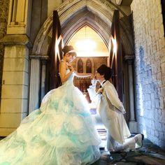 シンデレラ♡ * *  昔からずっと憧れてた #シンデレラ になれました♡ * ひざまずいて手にちゅ(〃ω〃)♡ 嫌がらずにどんなポーズもこなしてくれて感謝♡ 本当に#王子様 に見えたし #チャペル は#お城 に見えました♡笑 * 明日は#最終打ち合わせ カラードレスではシンデレラになる! って決めてたのに ここに来てアリスがしっくり来たし テーマにも会ってる気がして悩んでます(;_;) 披露宴の時間上お色直しは1回にしたくて どっちかだけ!! 明日までに決められるかな * * * #wedding#weddingpic#weddingphoto#disneywedding#ディズニーウェディング#シンデレラウェディング#シンデレラ風#シンデレラバージョン#cinderella#前撮り#式場前撮り#ロケーションフォト#教会#結婚式#プレ花嫁#花嫁#新郎#新婦#新婦#ディズニー風結婚式#カラードレス#水色ドレス#2月挙式#バレンタイン婚#シンデレラshot#まきさんの前撮り