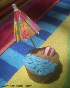 Beach cupcakes!! Maybe cookie crumbs instead of brown sugar for the sand?