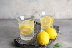 Glasses of fresh lemonade on table , Lemon Water Health Benefits, Lemon Benefits, Weight Loss Workout Plan, Weight Gain, Drinking Lemon Water, Daily Vitamins, Water Fasting, Healthy Drinks, Natural Health
