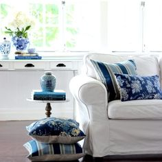 On DIY Decorator we have a guide on where to find loose cover sofas in Australia Styling and photography @diydecorator
