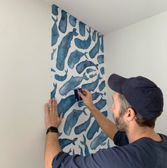 How To Install A Removable Wallpaper Mural DIY Home Decorating Projects, Tutorials, & ShenanigansHow To Install A Removable Wallpaper MuralWe've been eager to try a wallpaper accent s How To Install Wallpaper, Diy Wallpaper, Diy Home Crafts, Diy Home Decor, Pony Wall, Young House Love, Temporary Wallpaper, Modern Artists, Diy For Kids