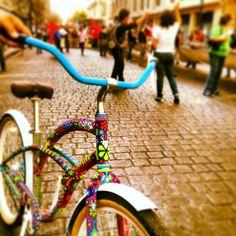 Bici con chaquira arte huichol