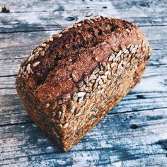 Danish bread or Rugbrød organic in my bento Healthy Breakfast Recipes, Vegetarian Recipes, Cooking Bread, Danish Food, How To Make Bread, Sweet Desserts, Bento, Gluten, Bakery