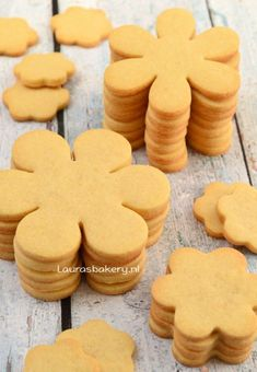 keep their shape well. Preheat oven to 220 degrees. Biscuits on a rack in the - Galletas Cookies, Cupcake Cookies, Cupcakes, Sugar Cookies Recipe, Cookie Recipes, Baking Basics, Food Cakes, Royal Icing, Yummy Cakes