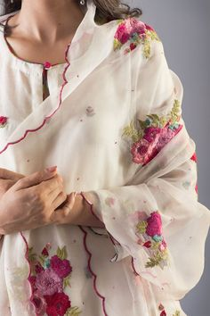 Simple Kurti Designs, Kurta Designs Women, Stylish Dress Designs, Designs For Dresses, Blouse Designs, Simple Pakistani Dresses, Pakistani Dress Design, Simple Dresses, Embroidery Suits Design