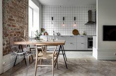 Modern Kitchen Decor : Minimal kitchen with an industrial touch Industrial Kitchen Design, Boho Kitchen, Kitchen Tiles, Kitchen Flooring, Kitchen Decor, Kitchen Cabinets, Kitchen Lamps, Industrial Loft, Kitchen Lighting